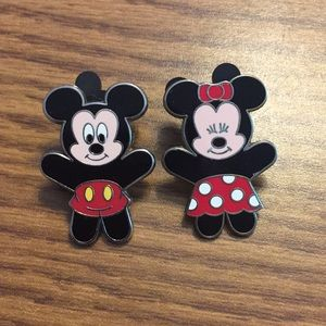 Set of 2 Minnie/Mickey Disney Pins